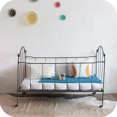 mobilier vintage lit b b m tal fer forg vintage. Black Bedroom Furniture Sets. Home Design Ideas