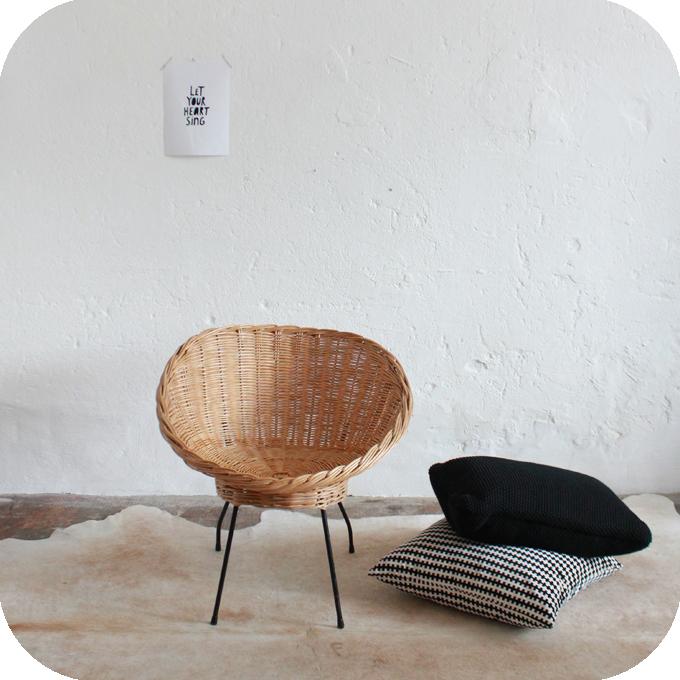 mobilier vintage fauteuil rotin osier vintage coquille ann es 50 ann es 60 atelier du petit parc. Black Bedroom Furniture Sets. Home Design Ideas