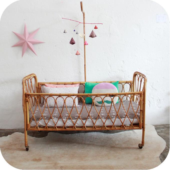 http://atelierdupetitparc.fr/wp-content/uploads/2013/07/D475_mobilier-vintage-lit-bebe-vintage-rotin-a.jpg