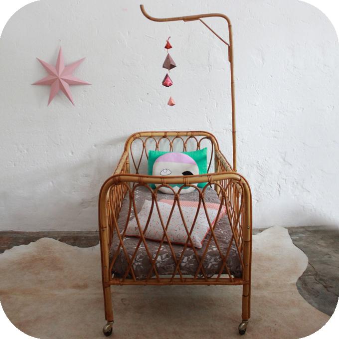 table rabattable cuisine paris lit bebe retro. Black Bedroom Furniture Sets. Home Design Ideas