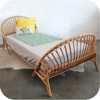lit enfant vintage rotin atelier du petit parc. Black Bedroom Furniture Sets. Home Design Ideas